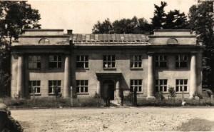 Budynek szkoły w roku 1950
